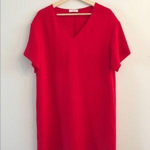 Aritzia Babaton v-neck short sleeve dress